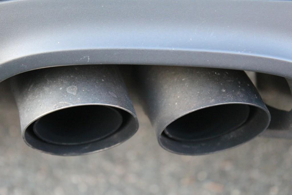 exhaust-517799_1920